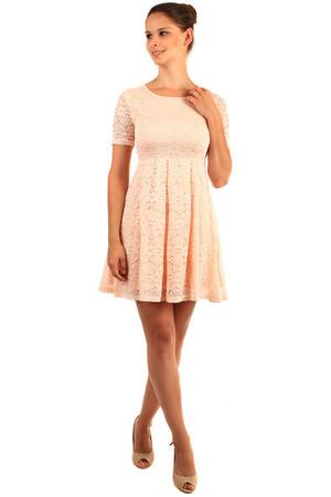 718d287c1ad Krajkové šaty s krátkým rukávem