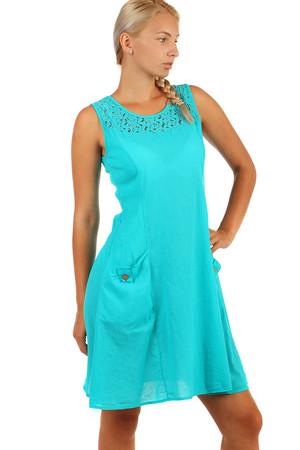 a2b5bee86839 Krátké letní šaty s výraznými kapsami a krajkou