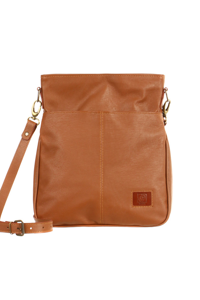 Prostorná kabelka přes rameno z pravé kůže - vyrobeno v České republice f3acaceb022