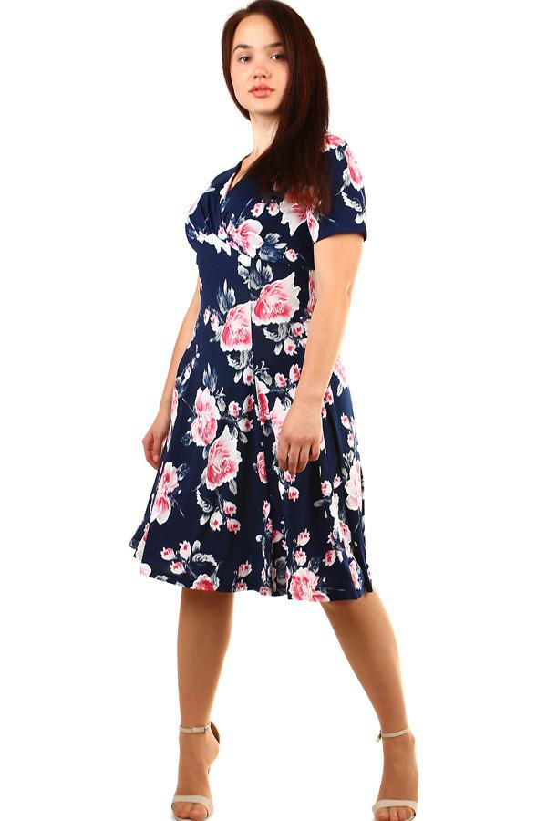 127d356614a Krátké dámské květované retro šaty pro plnoštíhlé