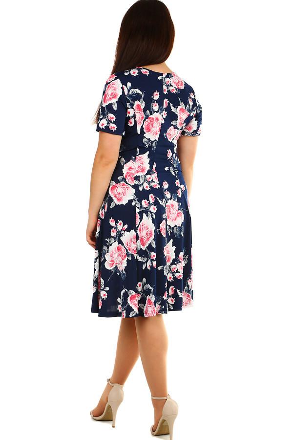 Krátké dámské květované retro šaty pro plnoštíhlé  93bb475cbd