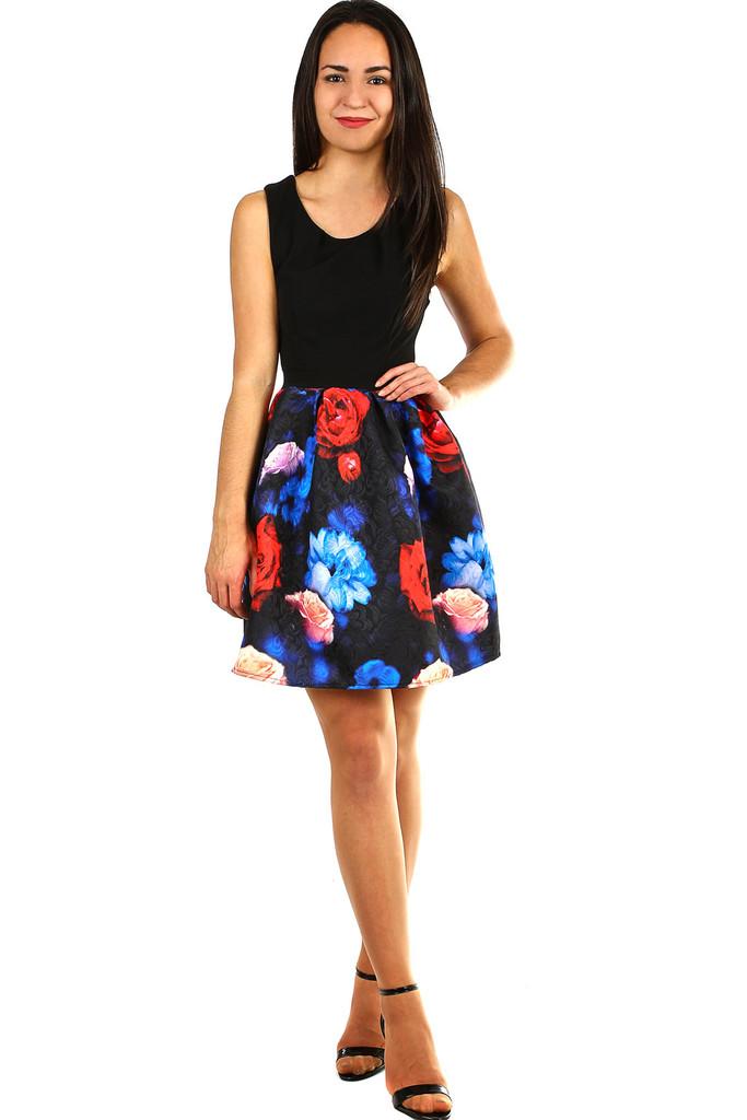 e0481f47f2b5 Dámské šaty s áčkovou květovanou sukní