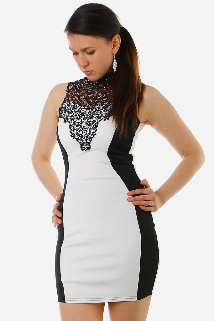 f3b61524497f Černo-bílé šaty se zeštíhlujícím efektem