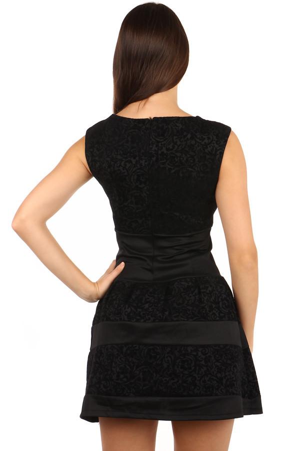 f3a80e749cc9 Vzorované krátké šaty se širokými ramínky do tanečních